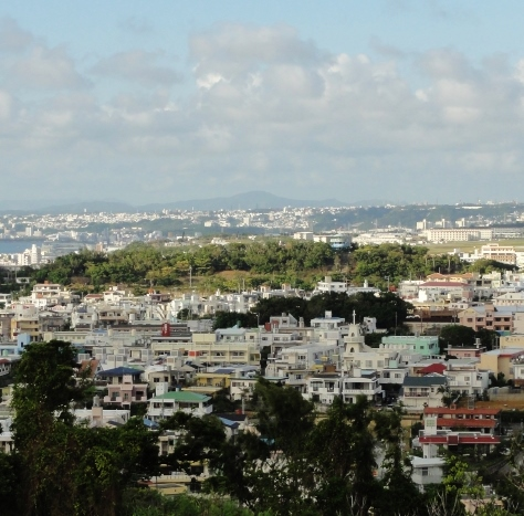 ほとんど観光地化されていない、本島中部の米軍上陸地点から南部の日本軍の... 沖縄戦、その始まり